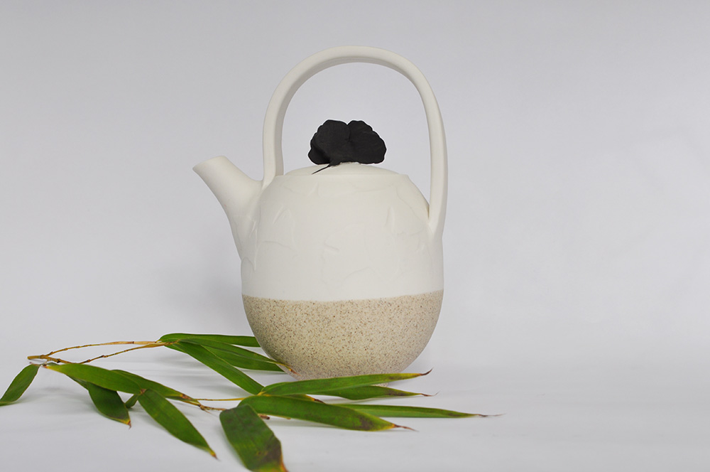 Ginko teapot white with black leaf lid wbg 72